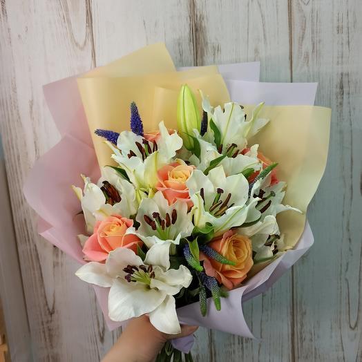 Красивый с лилиями