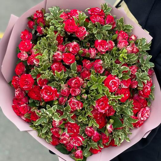 Bouquet of 31 branches spray roses with greenery