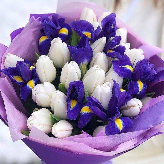 Белые тюльпаны и ирисы