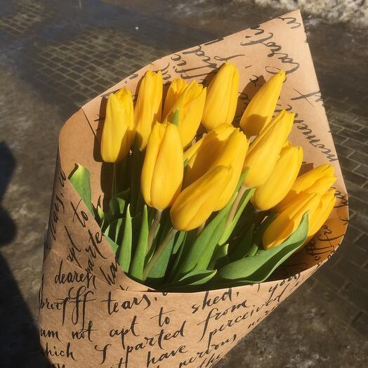 15 жёлтых  тюльпанов в крафте