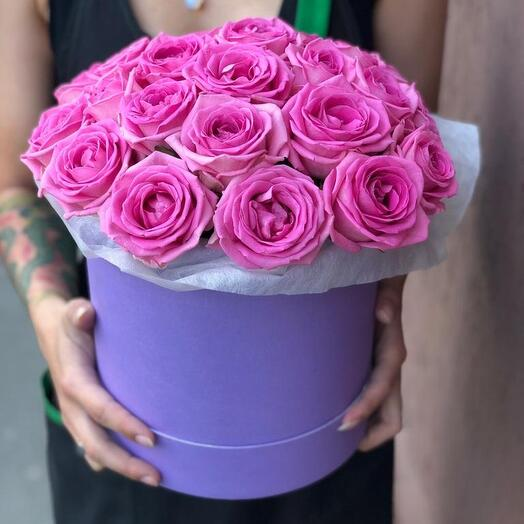 Шляпная коробка из 25 розовых роз