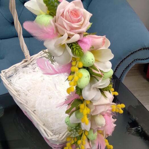 Пасхальная корзина для яиц и кулича
