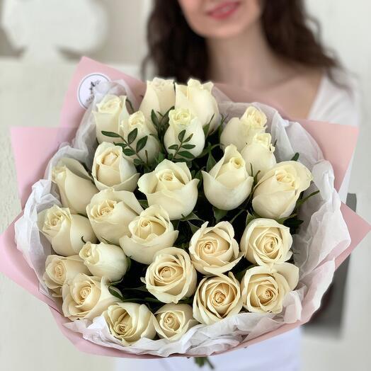 Букет из 25 белых роз Кения