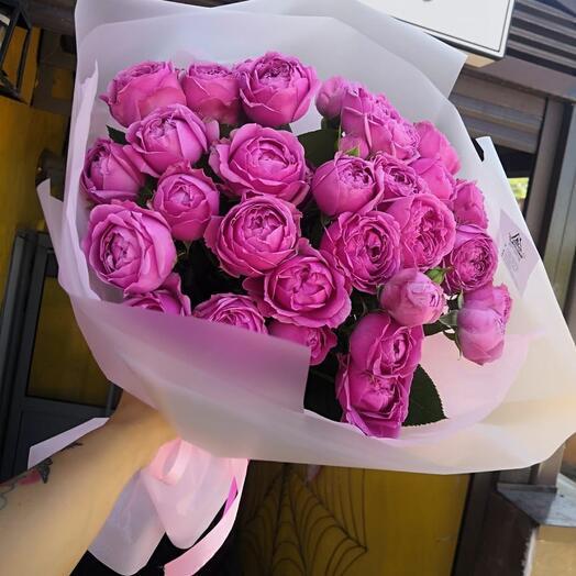 13 пионовидных кустовых роз