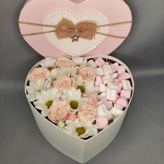 Нежная коробочка с цветами и суфле маршмеллоу