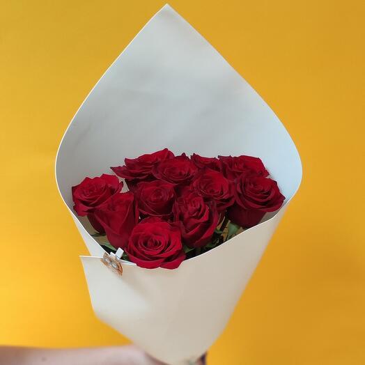 11 премиальных роз