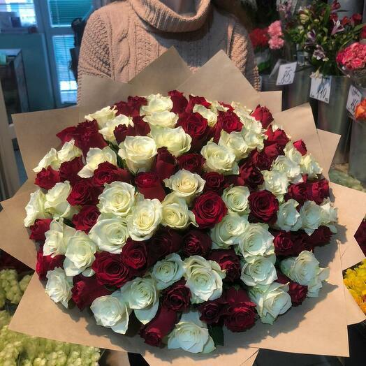 101 Роза микс красная и белая