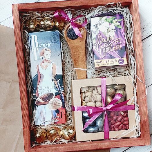 Подарочный набор с чаем и сладостями