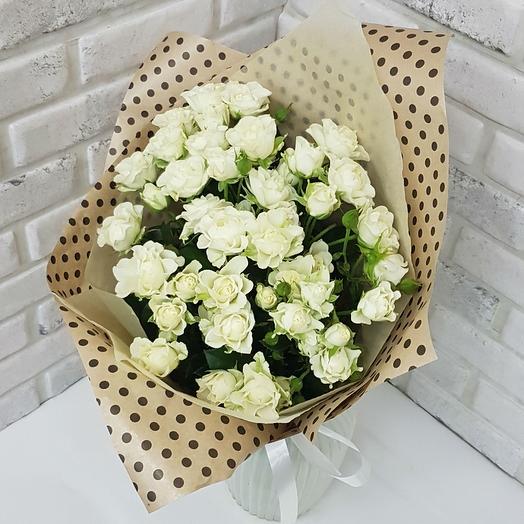 Белая кустовая роза: букеты цветов на заказ Flowwow