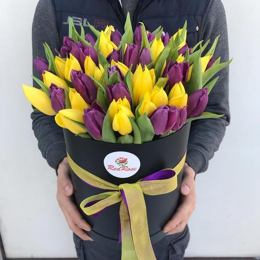 Тюльпановый микс в шляпной коробочке (51шт): букеты цветов на заказ Flowwow
