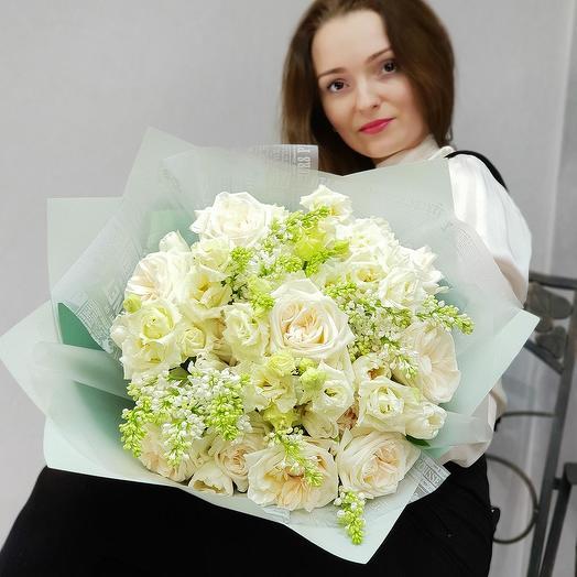 Большой букет из сирени, пионовидных роз и эустомы: букеты цветов на заказ Flowwow
