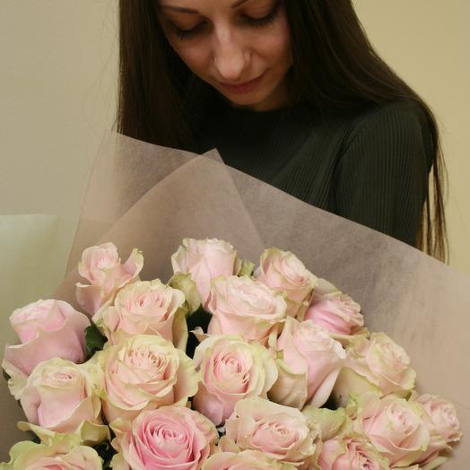 Букет из нежнейших розово-кремовых роз сорта Pink Mondial: букеты цветов на заказ Flowwow
