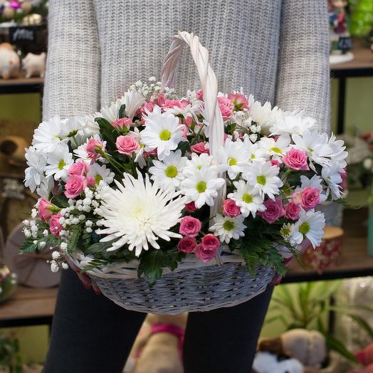 """Корзина из хризантем и кустовых роз """"Божественная Сара"""": букеты цветов на заказ Flowwow"""