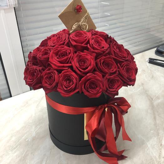35 роз в шляпной коробке: букеты цветов на заказ Flowwow