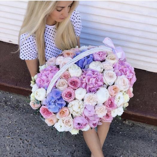 Великолепная корзина с экзотическими цветами: букеты цветов на заказ Flowwow