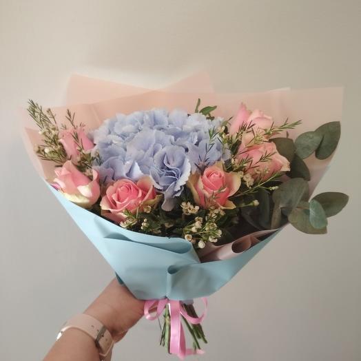 Нежный букет с гортензией и розами: букеты цветов на заказ Flowwow