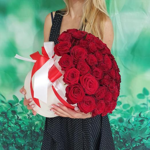 Коробка 51 алой розы: букеты цветов на заказ Flowwow