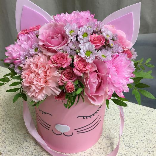 Шляпная коробка «Мисс Китти»: букеты цветов на заказ Flowwow
