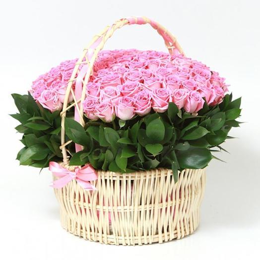 Корзина из 101 розовой розы: букеты цветов на заказ Flowwow