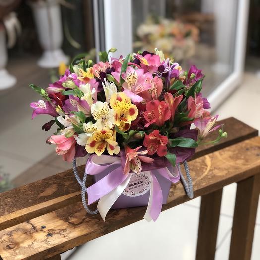 Яркая Коробка с альстромерией💐: букеты цветов на заказ Flowwow