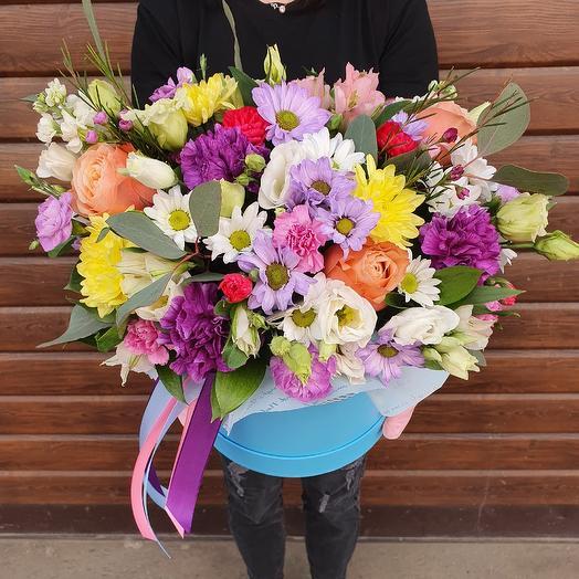 Шляпная коробка с живыми цветами
