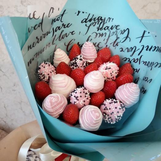 Клубничный букет «Розовая вата»