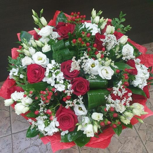 Шикарный букет с красной розой, лизиантусом и флоксами