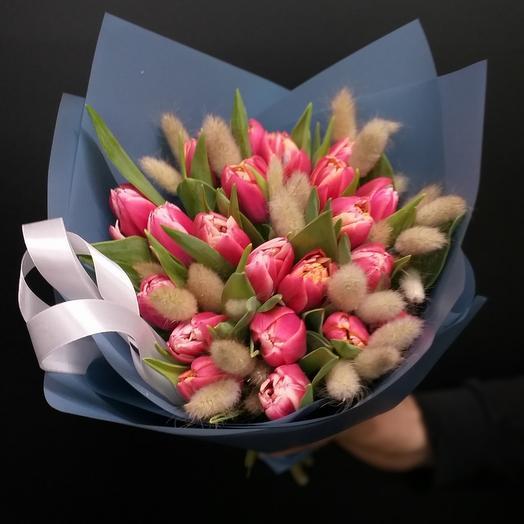 Букет с пионовидными тюльпанами и лагурусом