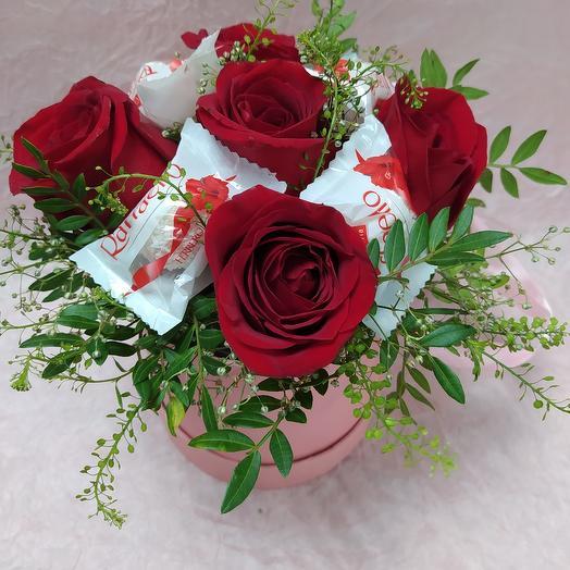 Цветы с рафаэлкой в коробке