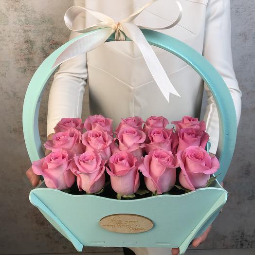 Корзина розовых роз
