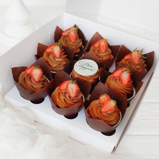 Набор из 9 шоколадных капкейков с клубникой на день рождения