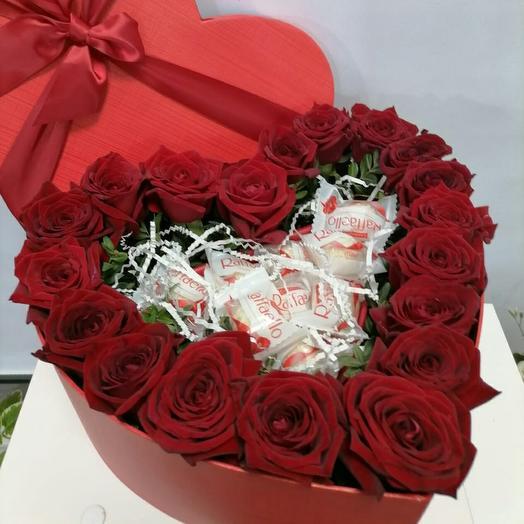 Сердце с розами и рафаэло