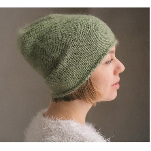 Простая пушистая шапка «цвет олива»