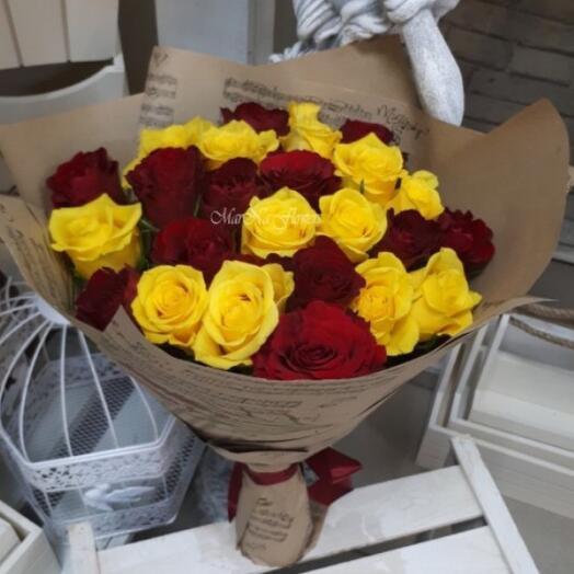 25 роз Кения красно- желтый микс