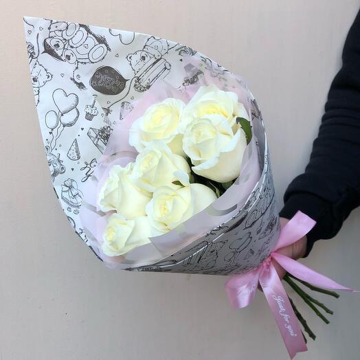 Flowers Lovers - 7 белых роз в оформлении