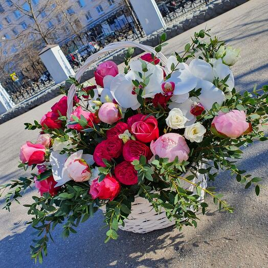 Эксклюзивная корзина свежих цветов