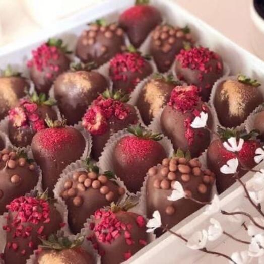 Клубника в шоколаде Charm XL (30-36 ягод)