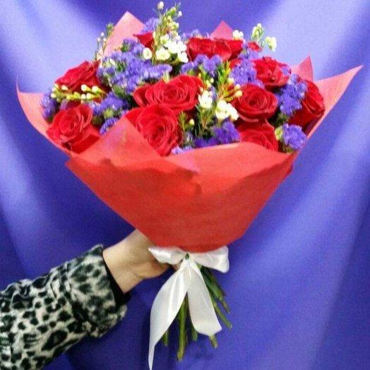 Букет евро (микс) 15 голландских роз + зелень: букеты цветов на заказ Flowwow