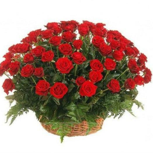 101 роза в корзинке: букеты цветов на заказ Flowwow