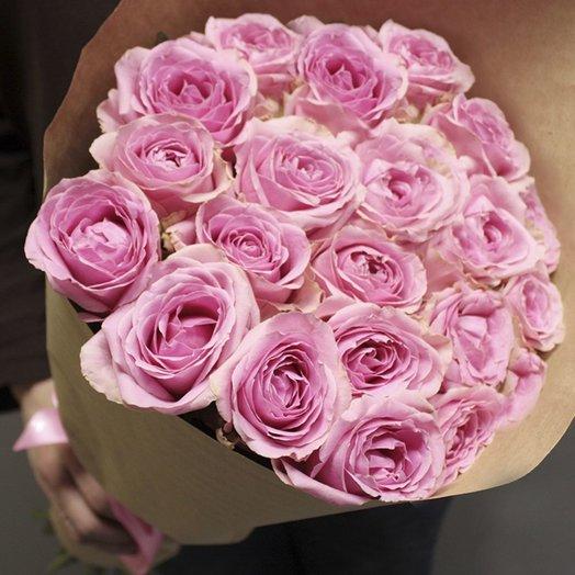 25 розовых роз (70 см) в крафте: букеты цветов на заказ Flowwow