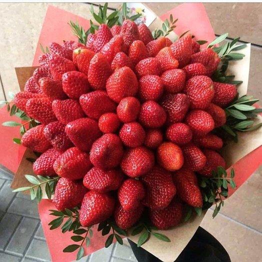 Большой букет из клубники: букеты цветов на заказ Flowwow