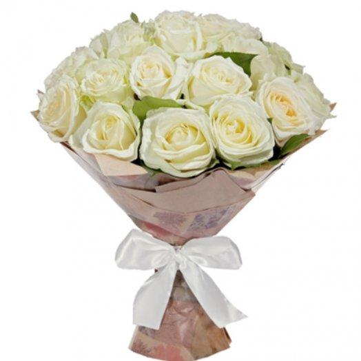 25 белых роз в крафте: букеты цветов на заказ Flowwow