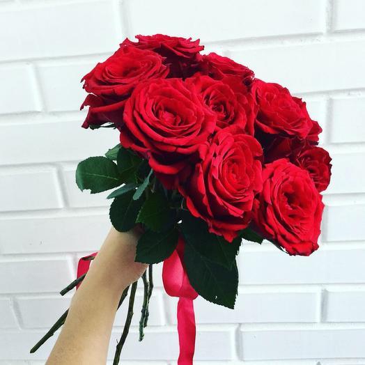 Страстный букет красных роз 11 шт