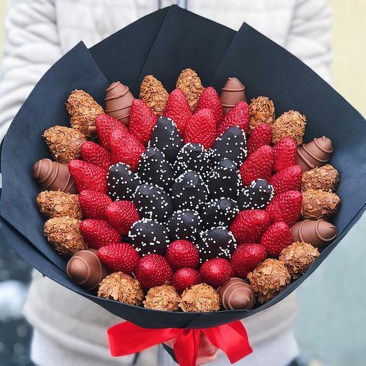 Букет из клубники в шоколаде Темная ночь: букеты цветов на заказ Flowwow