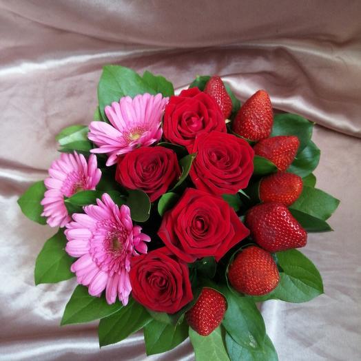 Коробочка с клубникой: букеты цветов на заказ Flowwow