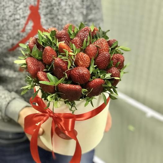 Клубничная коробочка: букеты цветов на заказ Flowwow