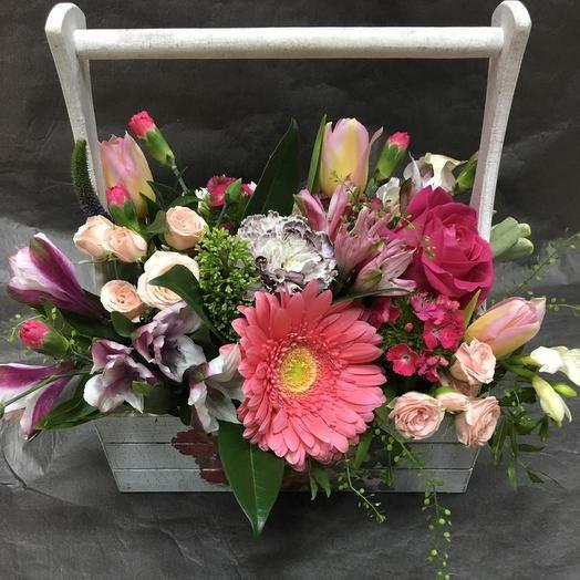 Композиция из цветов в деревянном ящике: букеты цветов на заказ Flowwow