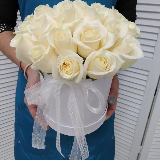 25 белых роз premium в коробке