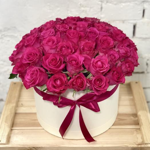 51 малиновая роза в коробке: букеты цветов на заказ Flowwow