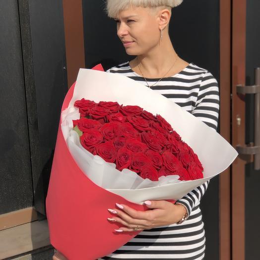 35 красной в стильном оформлении: букеты цветов на заказ Flowwow